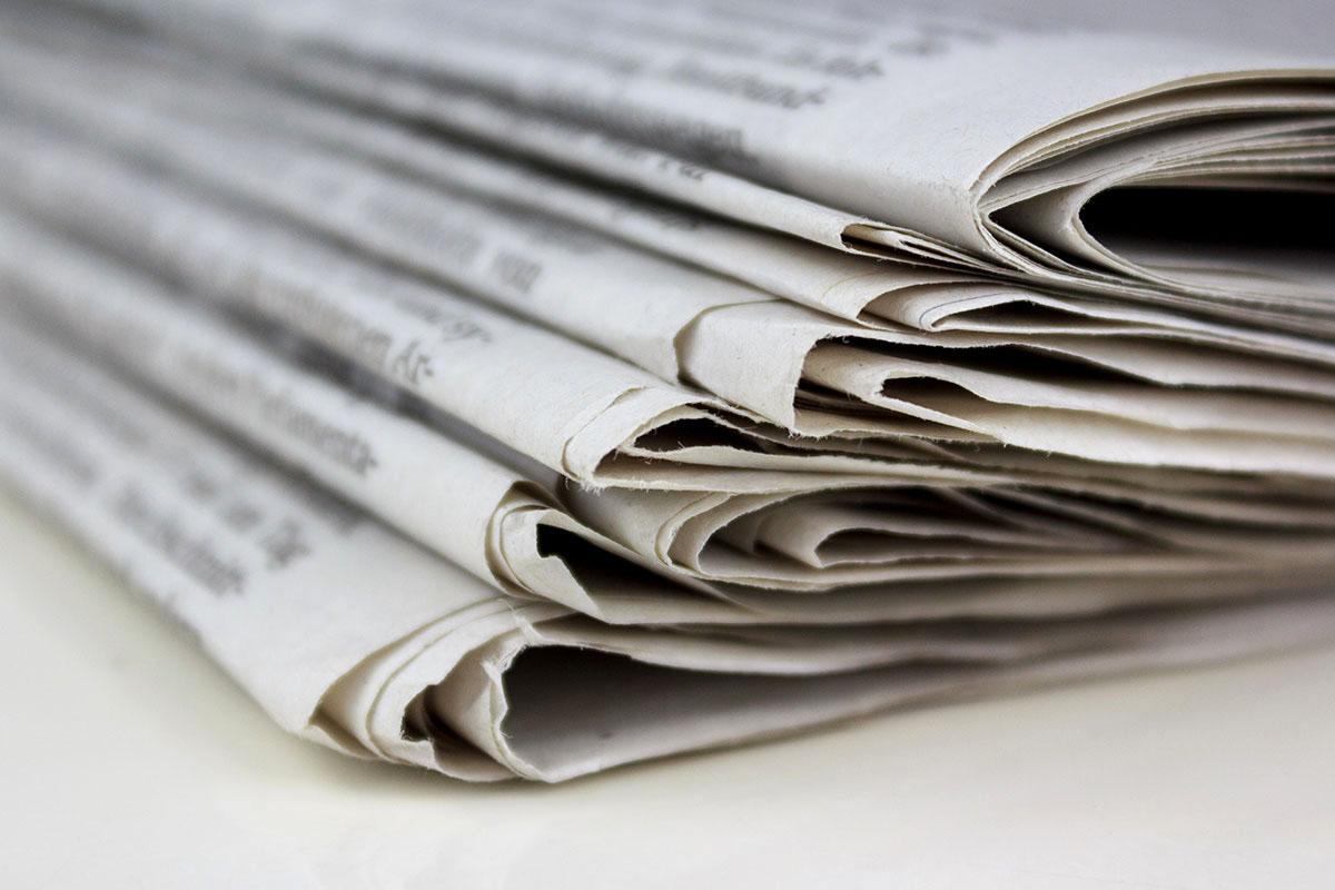 Zeitungsrücken in Großaufnahme